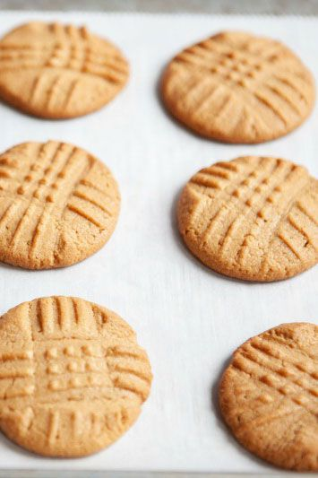 få kulhydrater desserts 3-Ingredient Peanut Butter Cookies